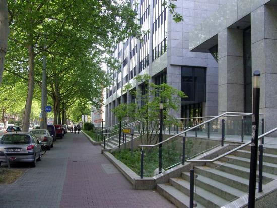 Modernisierung eines Bürogebäudes Mainzer Landstraße, Frankfurt. Die Sanierungsarbeiten wurden durch das Ingenieurbüro Klöffel begleitet.