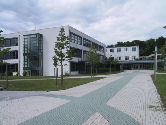 Neubau von 30 Klassenräumen im Kreuzburggymnasium in Großkrotzenburg